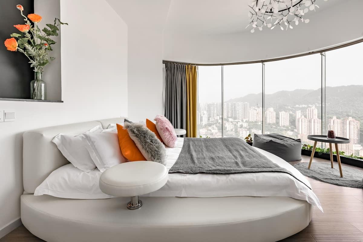 到福士广场旁带270°落地窗的高层公寓,来饱览南山和江景