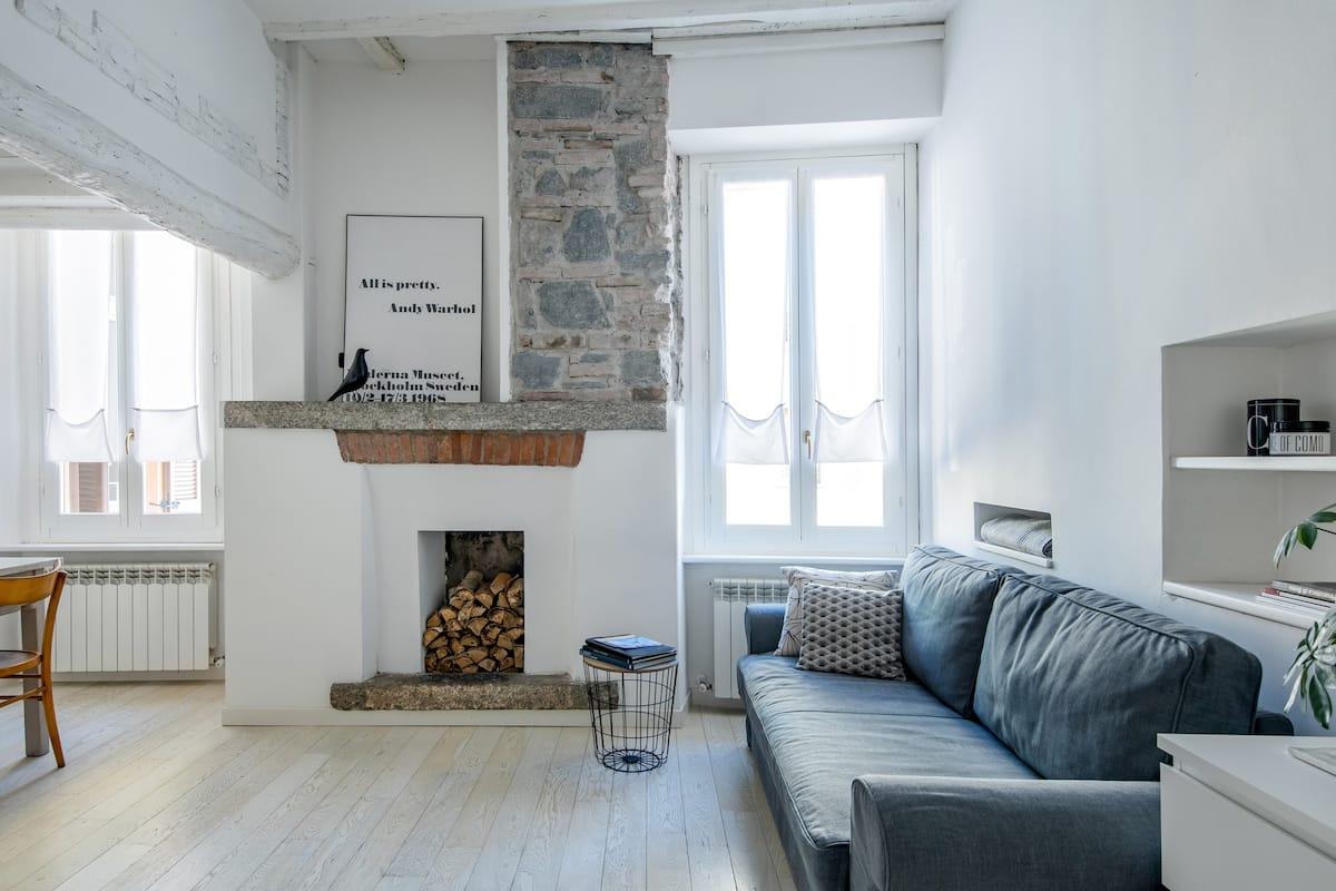 Rustic Meets Modern in Como Center Apartment