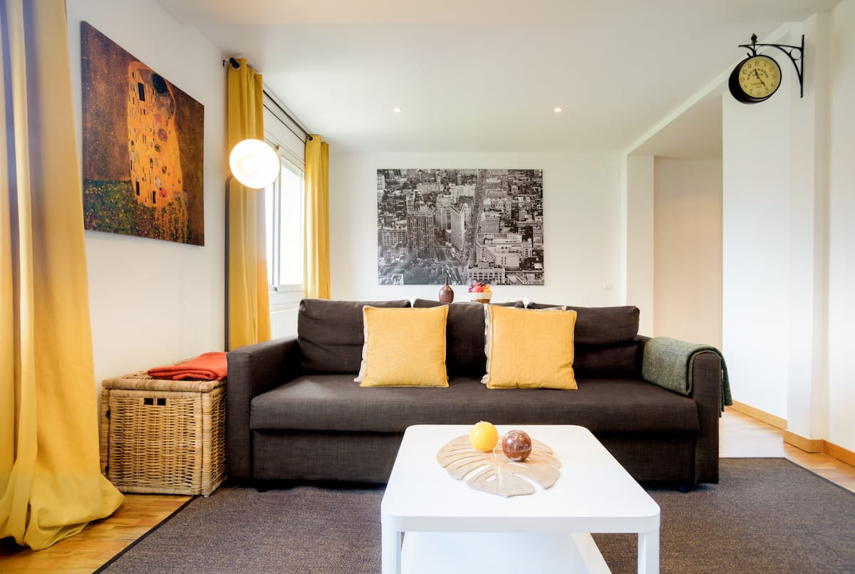 Bright, Spacious, and Modern Eixample Flat