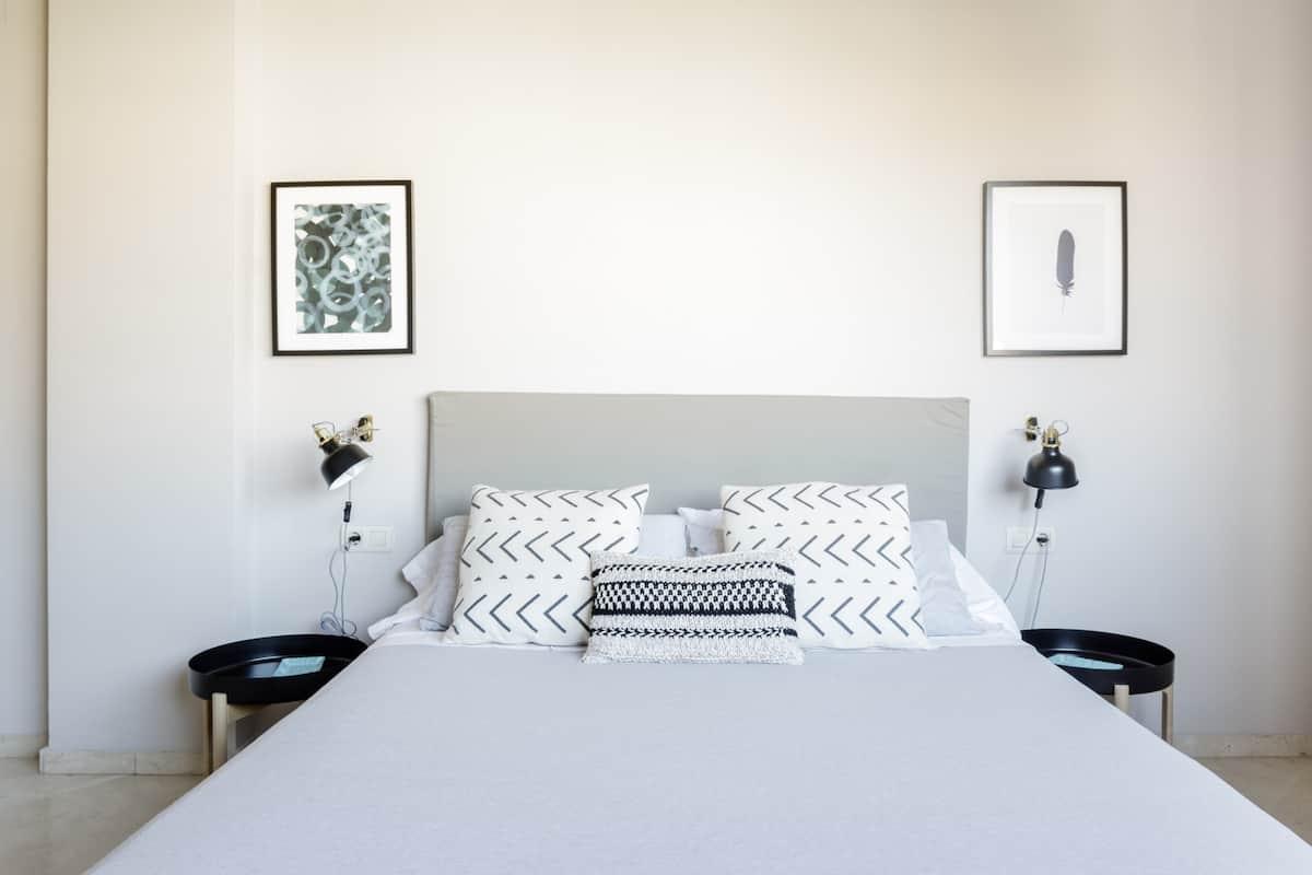Acollidor, lluminós i renovat apartament a Poblenou prop de la platja i Glòries