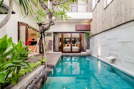 Zen Tropical Villa with Hot Tub and Private Pool in Seminyak