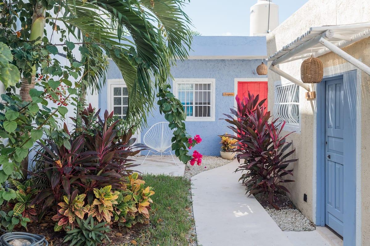 Acogedor departamento con jardín a solo dos cuadras del mar, Agave Suites