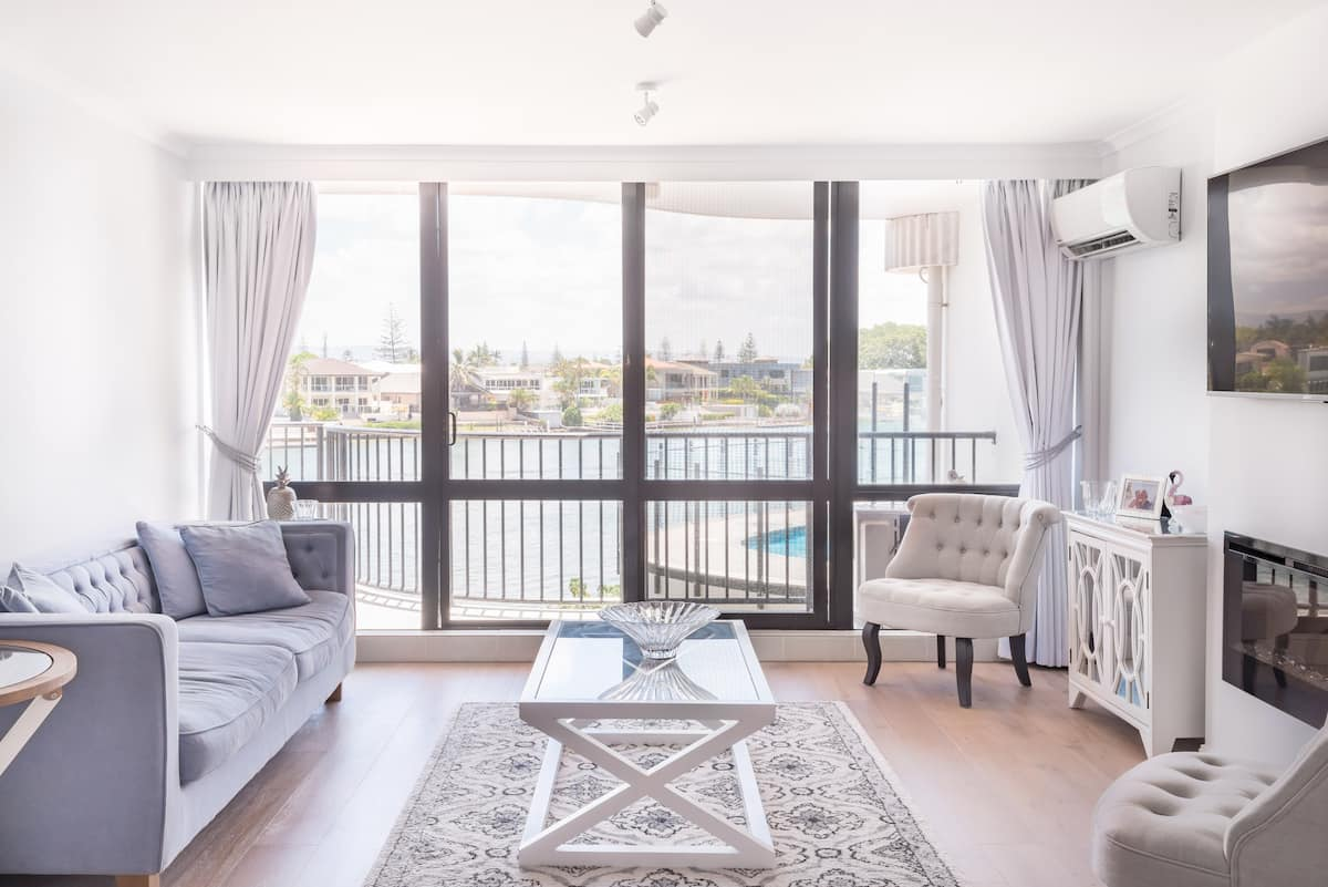 Explore Surfer's Paradise from a Stylish Apartment