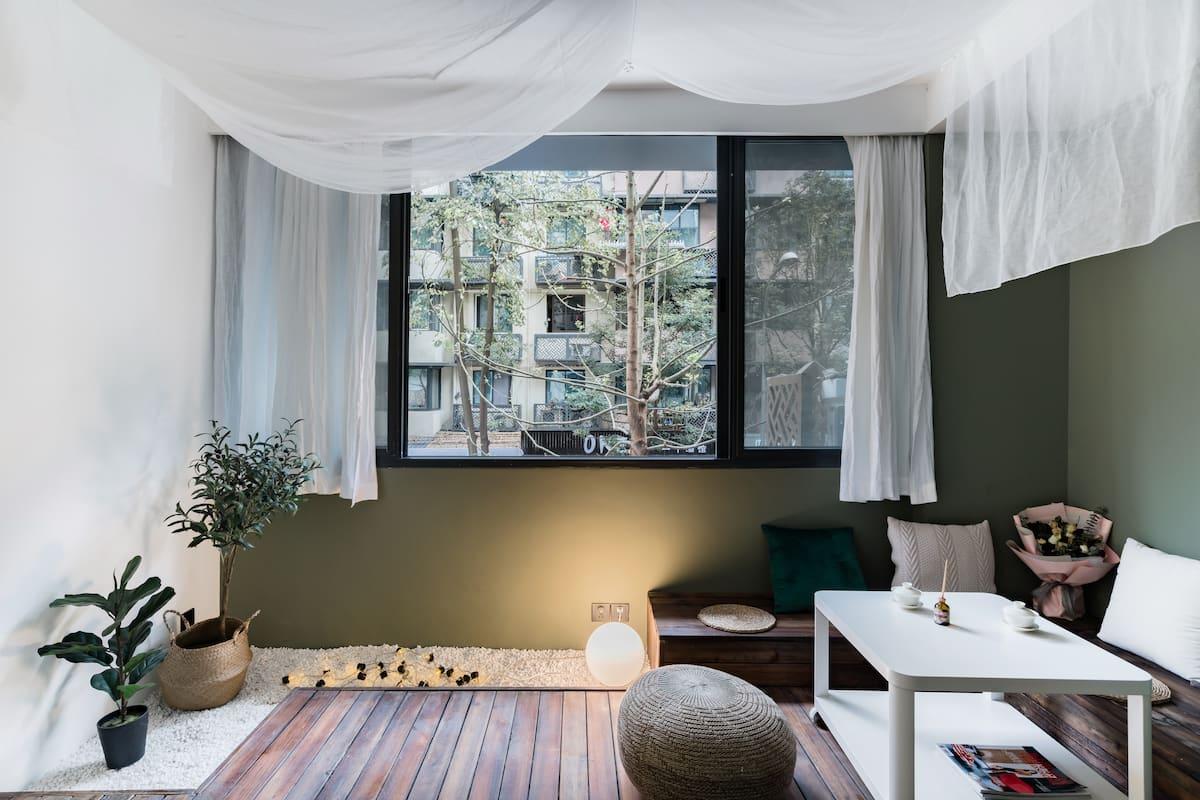 「一所·room2」设计师民宿|宽窄巷子旁|地铁4号线|临近杜甫草堂锦里春熙太古里|奎星楼好吃一条街