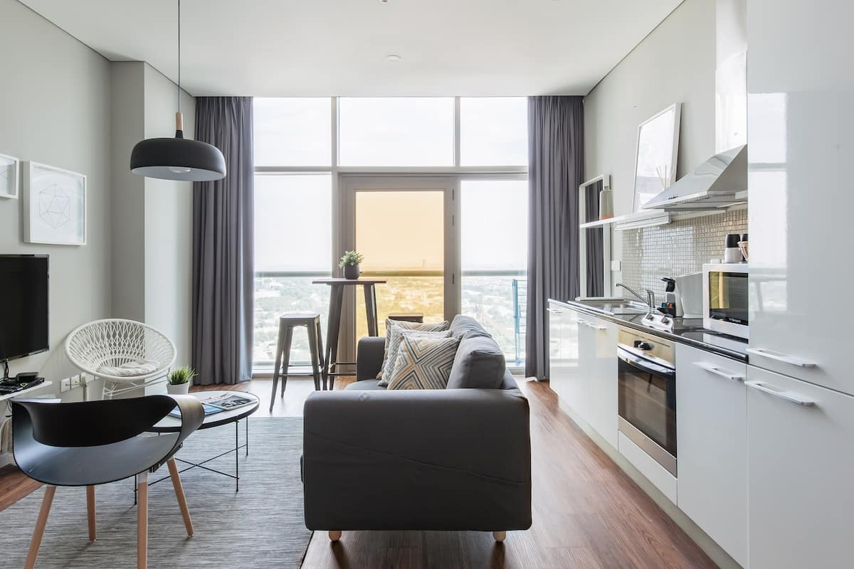 Comfy Trendy Apartment Steps Away from the Metro