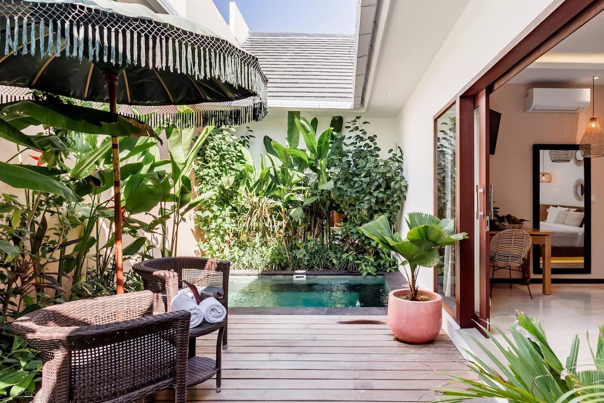 Low-Key Villa with a Pool Walking Distance to the Beach