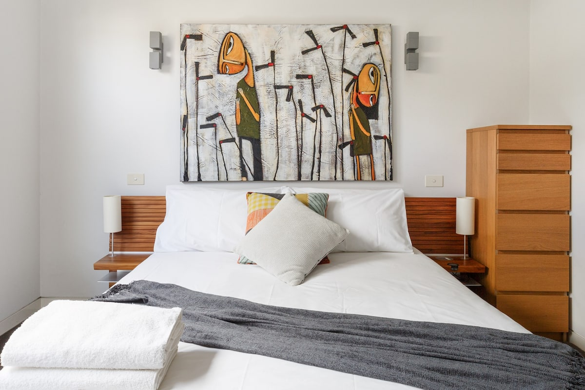 Retreat to an Art-Filled Apartment in Middle Park