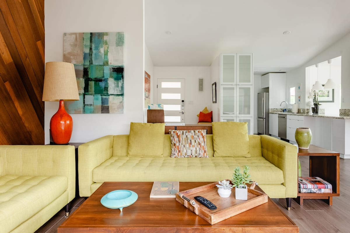 Luna House— Mid-Century Ranch-Style Home in Bay Ho