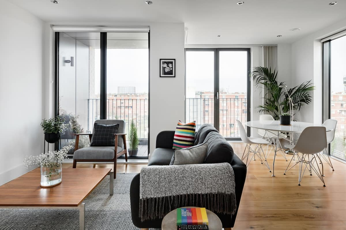 Modern Minimalism Overlooking Green Space in Notting Hill