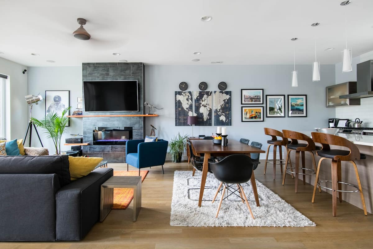 Re-energize in Private Room in new Logan Square Townhouse