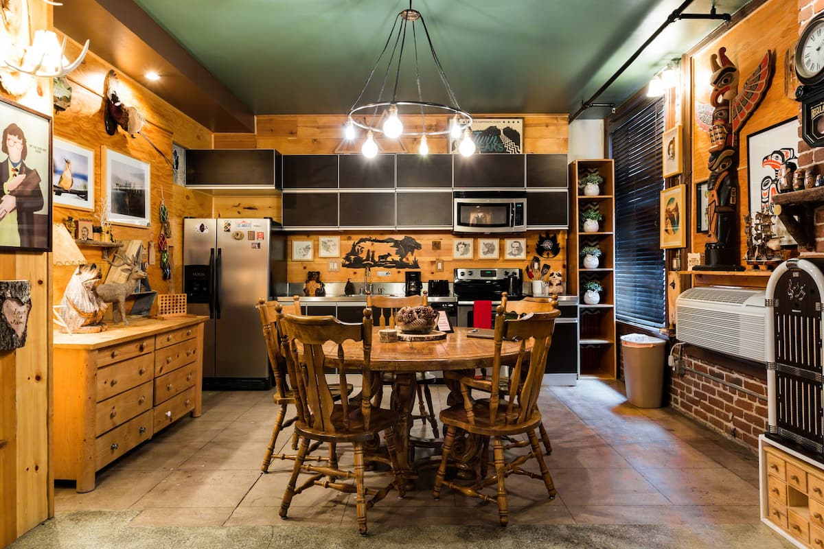 Get Log Cabin Vibes at a Three-story Twin Peaks Lodge