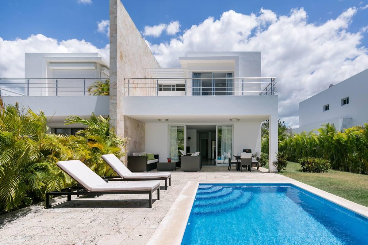 Moderna casa con piscina y jacuzzi en Playa Nueva Romana