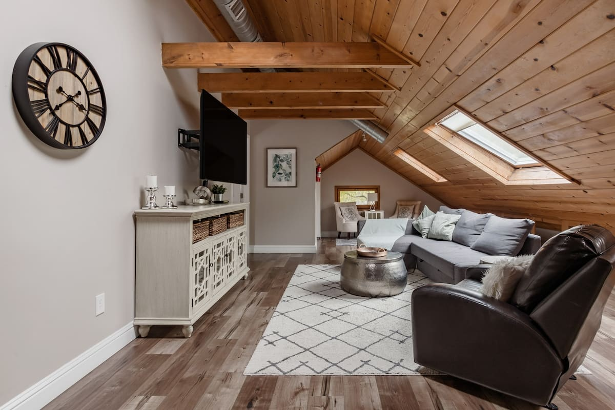 Loft Apartment in an Adorable Craftsman House in Midtown