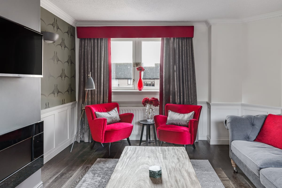 Walk through Holyrood Park from a Stunning Flat with Balcony