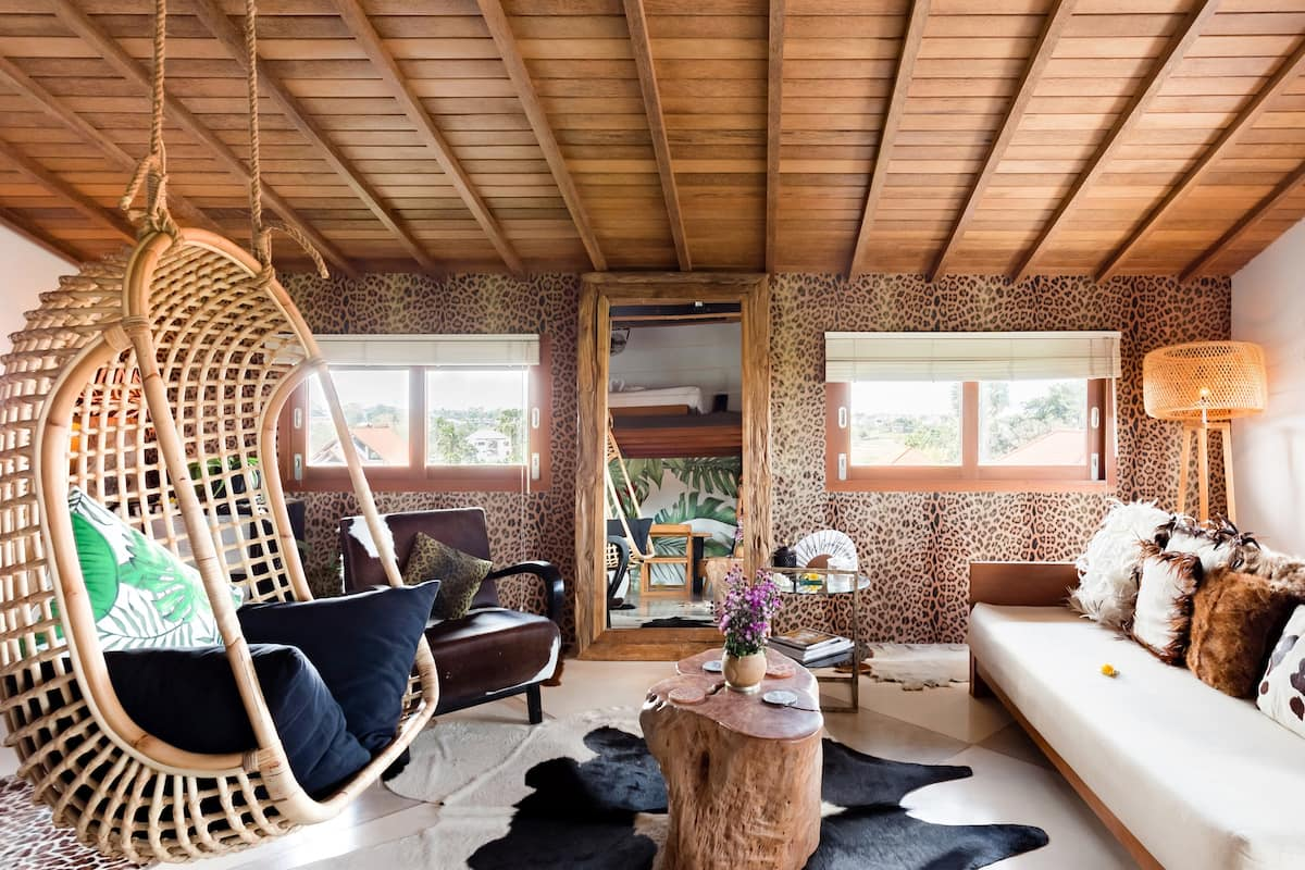 Cool, Funky Loft with Views over the Rice Fields to the Sea