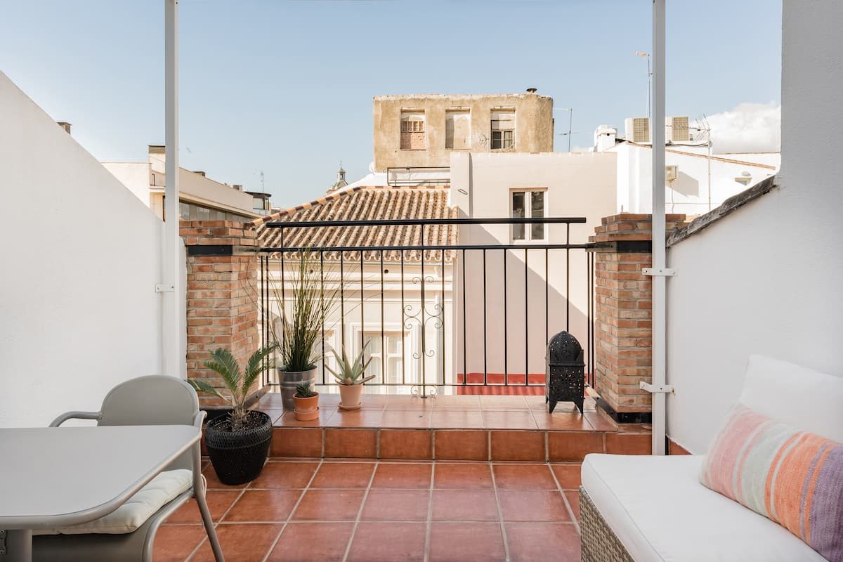 Romantic Getaway in a Spacious One-bed in Malaga Centre