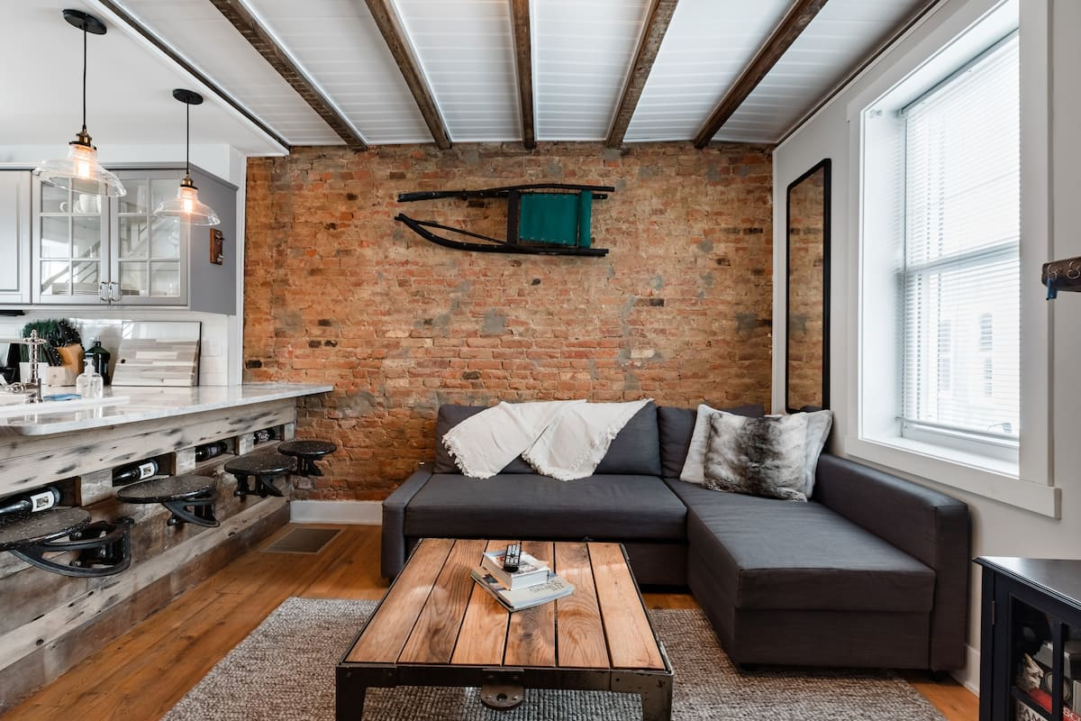 Urban Lodge, Rustic-Chic Retreat Steps from Frankford Avenue