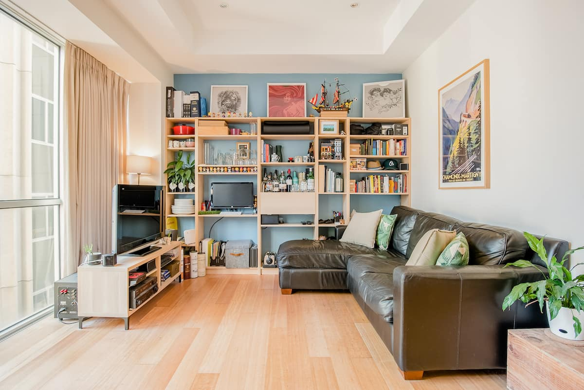 Explore Melbourne from a Cosy and Central Apartment
