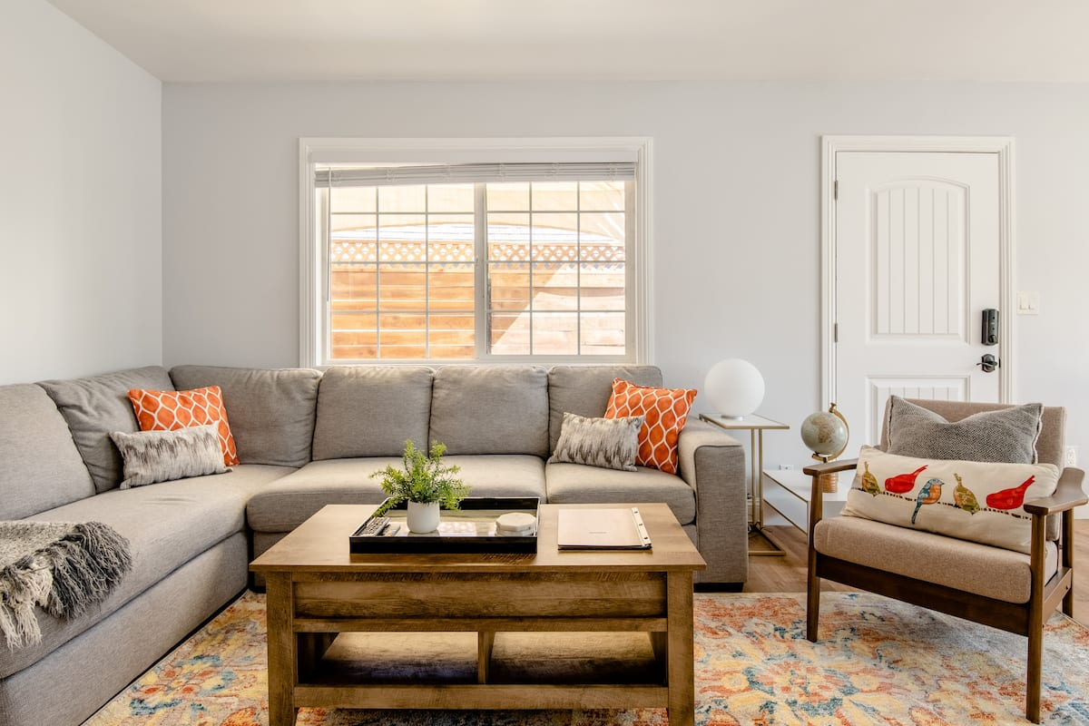 Eye-Catching Guesthouse in the Heart of Bixby Knolls