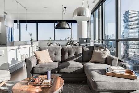 Beautiful Condo in the Heart of the Entertainment District