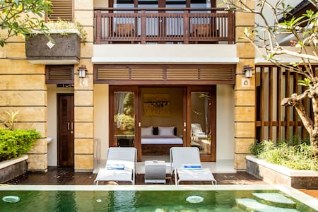 Relaxed Villa with Big Pool, Five-Min Walk to Berawa Beach​