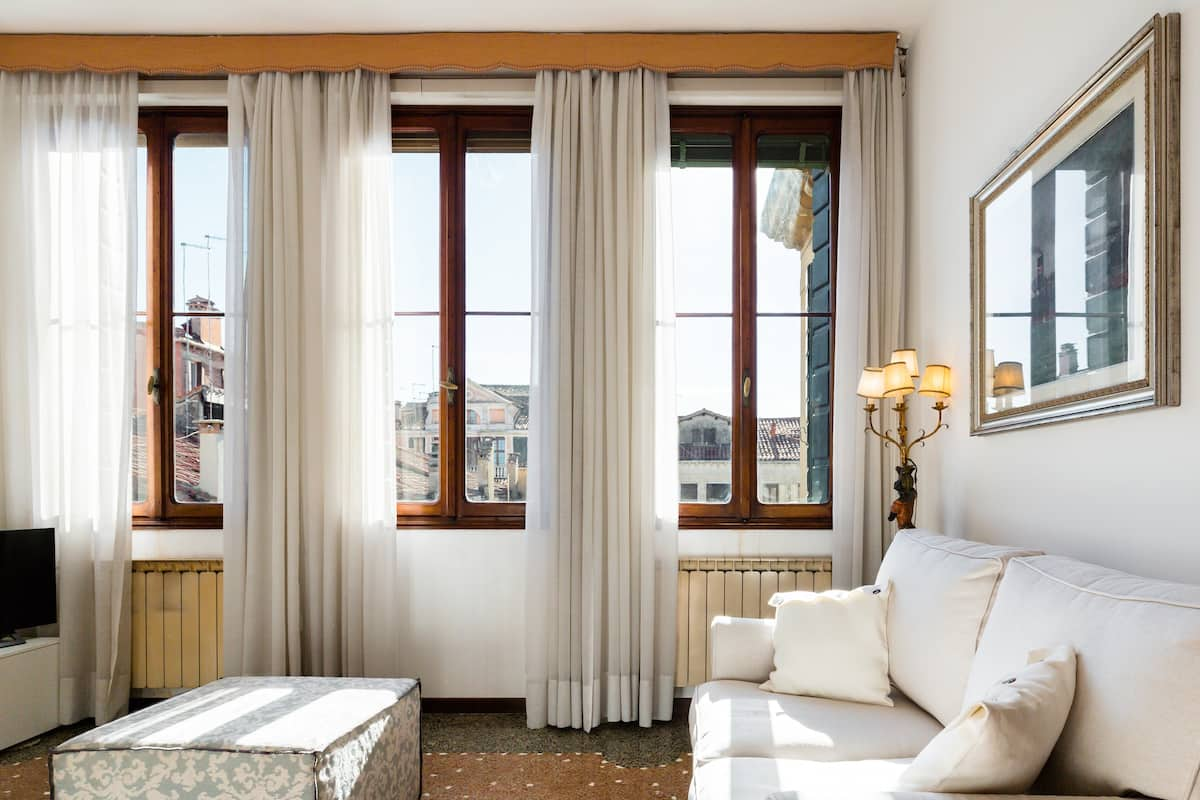 Live Venetian Style in a Charming, Elegant Flat