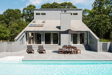 Dive Into the Pool of a Chic Home in the Hamptons