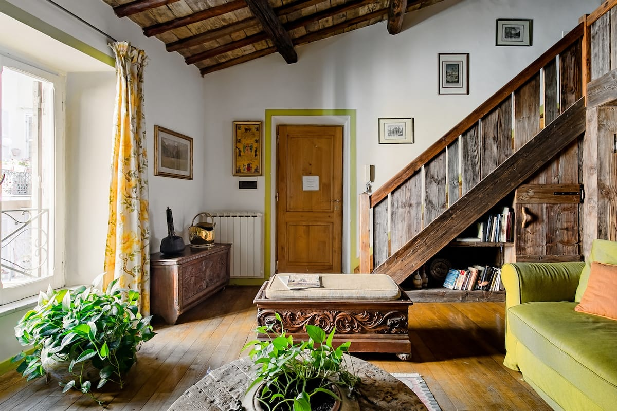 Charming Travestere Loft in Front of Tiberina Island