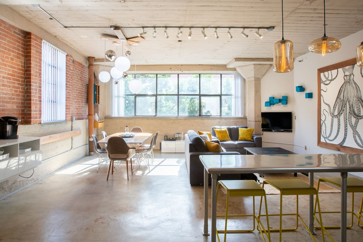 Trendy Loft in Gaslamp Quarter, Close to Convention Center