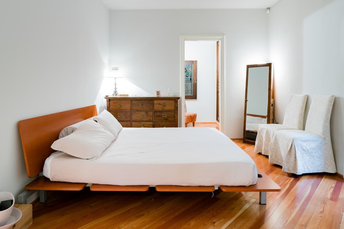 Appartamento signorile con ampio terrazzo esterno in Brianza