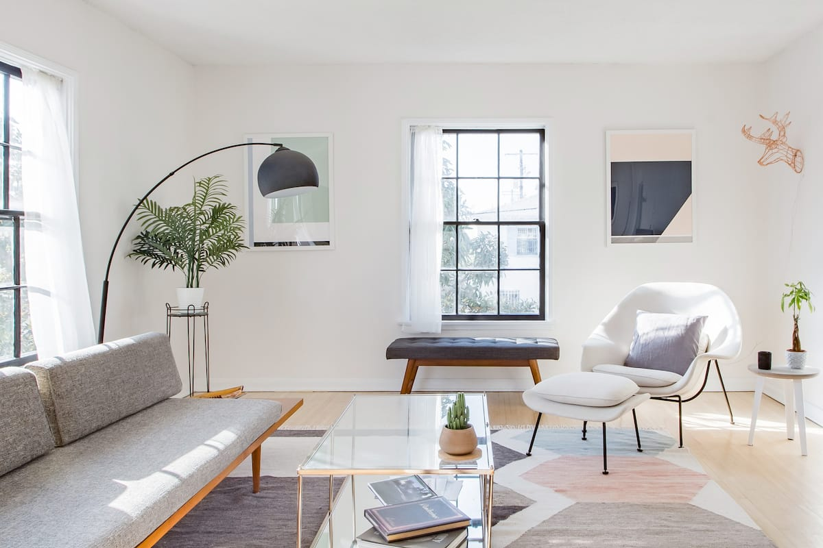Centrally Located Mid-Century Artisanal Apartment