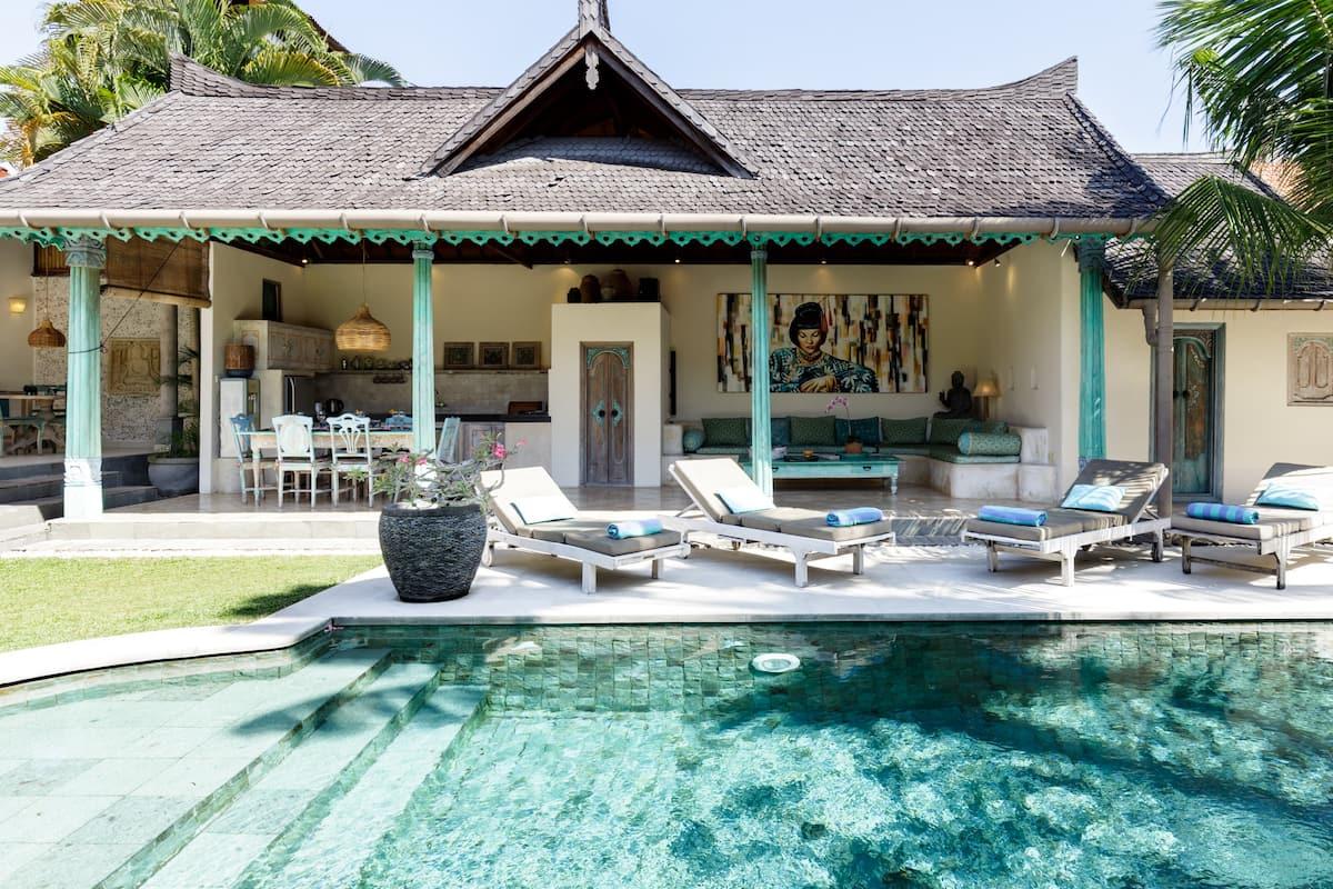 Villa Aisis Exquisite Bali Ambience in Heart of Seminyak