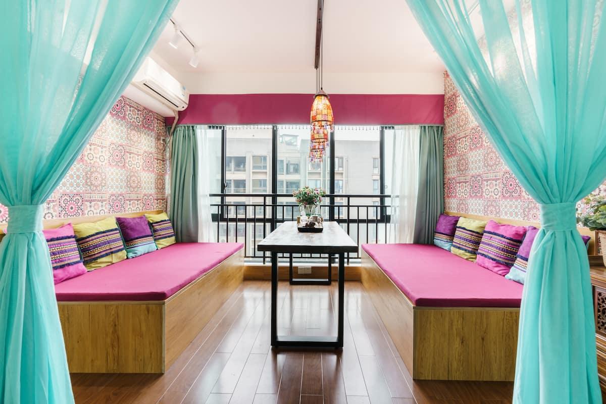 南滨路山水居特色民宿波西米亚风格,入住温馨舒适又有个性的全江景品质特色房