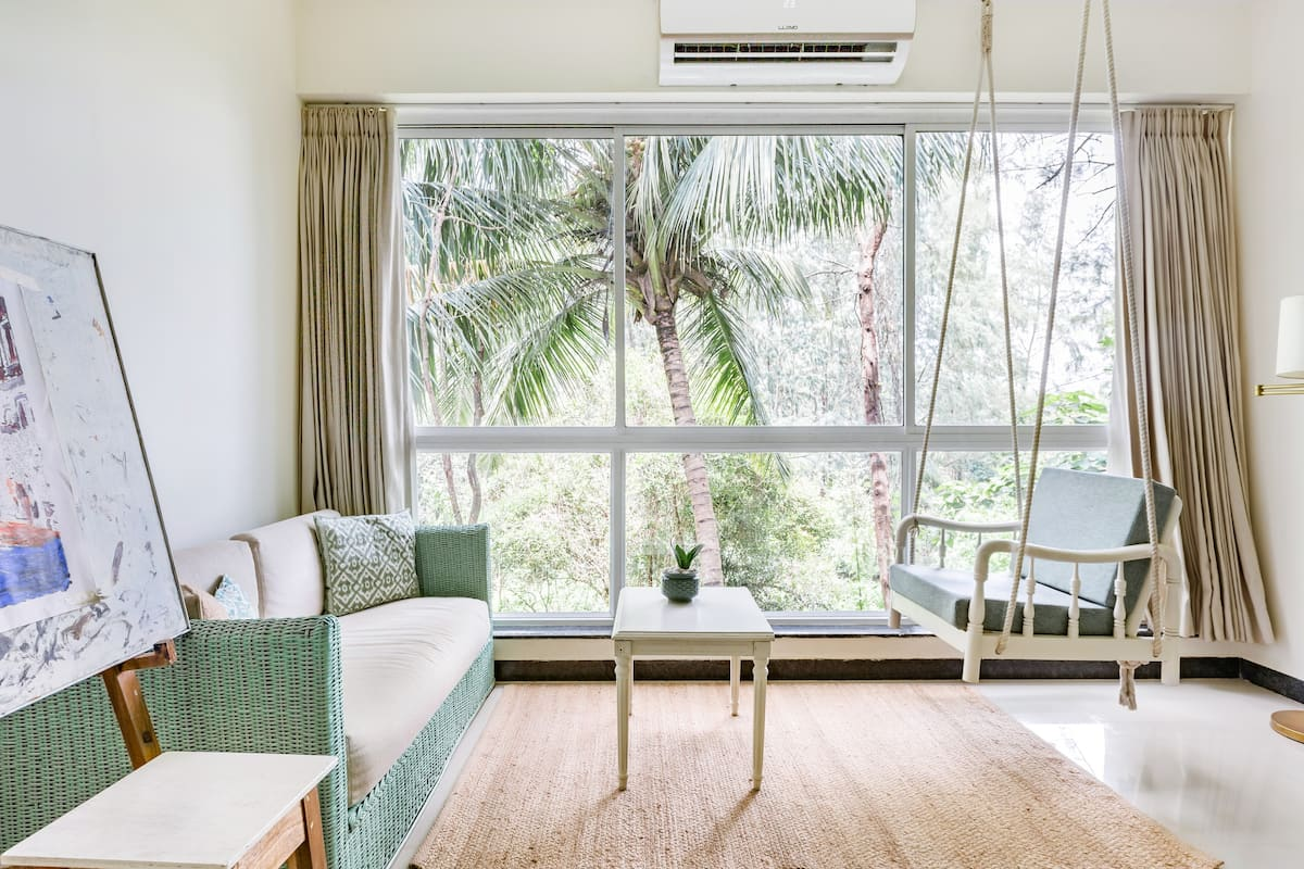 Abstract Suite, Art Themed Apt with Forest View & Swing