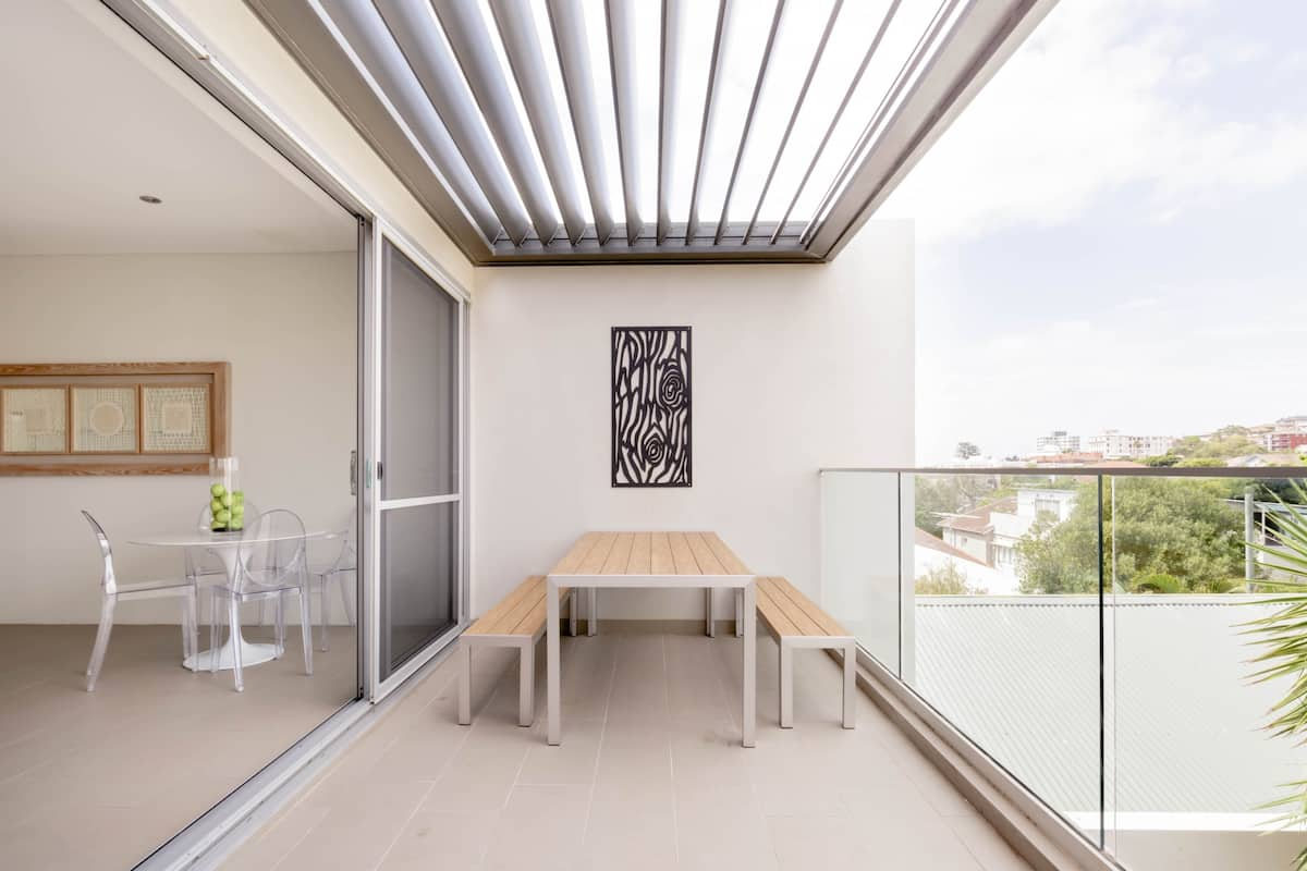 Stroll to Bondi Beach from a Contemporary Flat