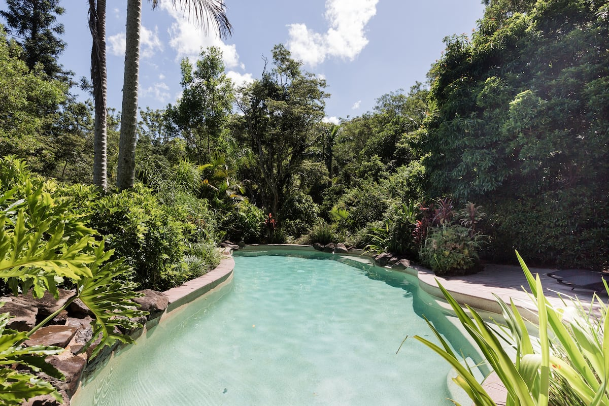 Romantic Getaway at Narrows Escape Rainforest Retreat
