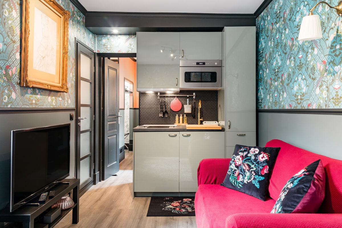 The Amélie Flat—10th Arrondissement Love Nest