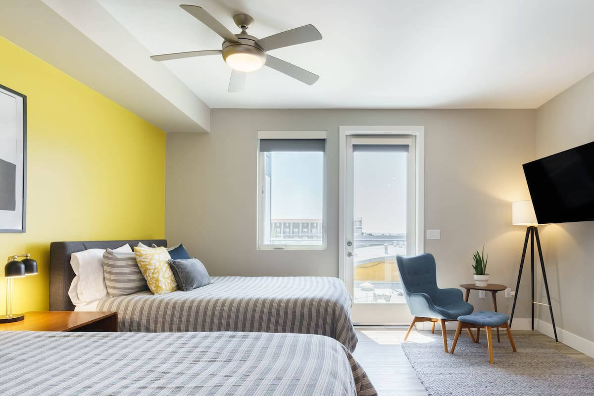 Sunny Studio with Two Beds by Little Italy Piazza