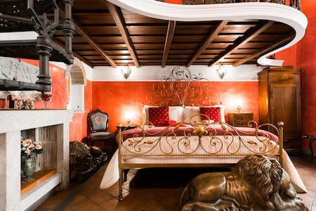 Opulent Loft near Spanish Steps & Trevi's Fountain