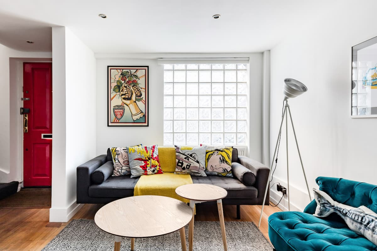 Walk to Art Galleries From a Vibrant Brick Lane Home