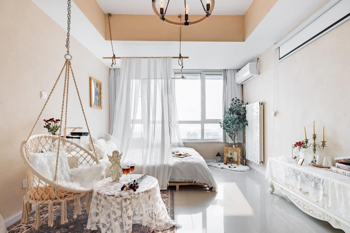 入住带浴缸和投影仪的公寓来体验青岛的慢生活