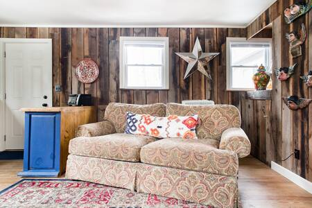 Converted 1940s Barn in Mountain Cove near DuPont