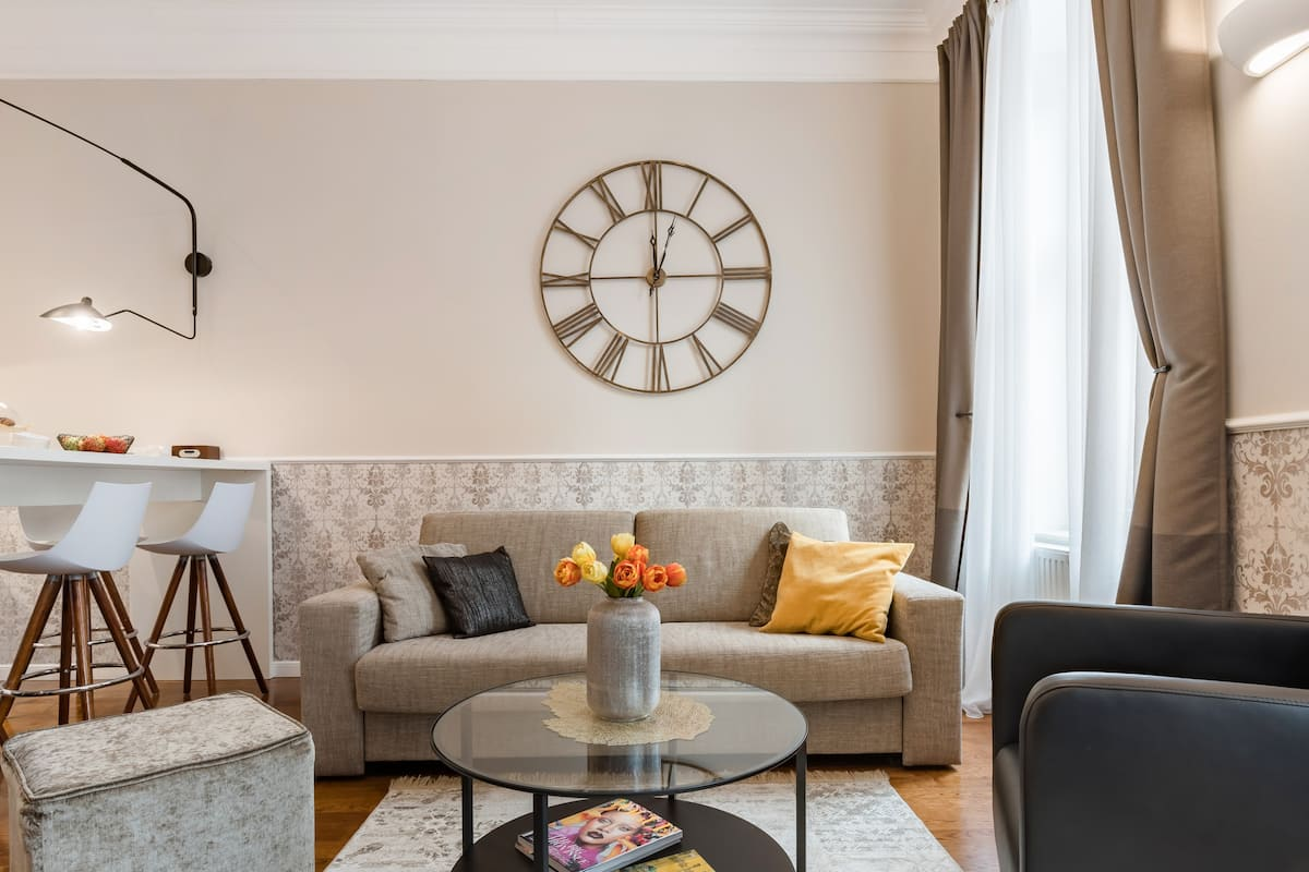 Classy Decorated Apartment in the Heart of Downtown