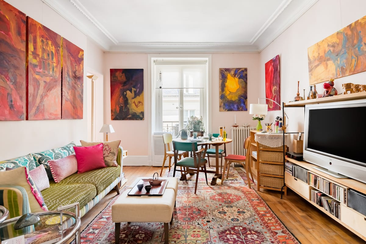 Discover Central Paris from Your Artsy Private Suite