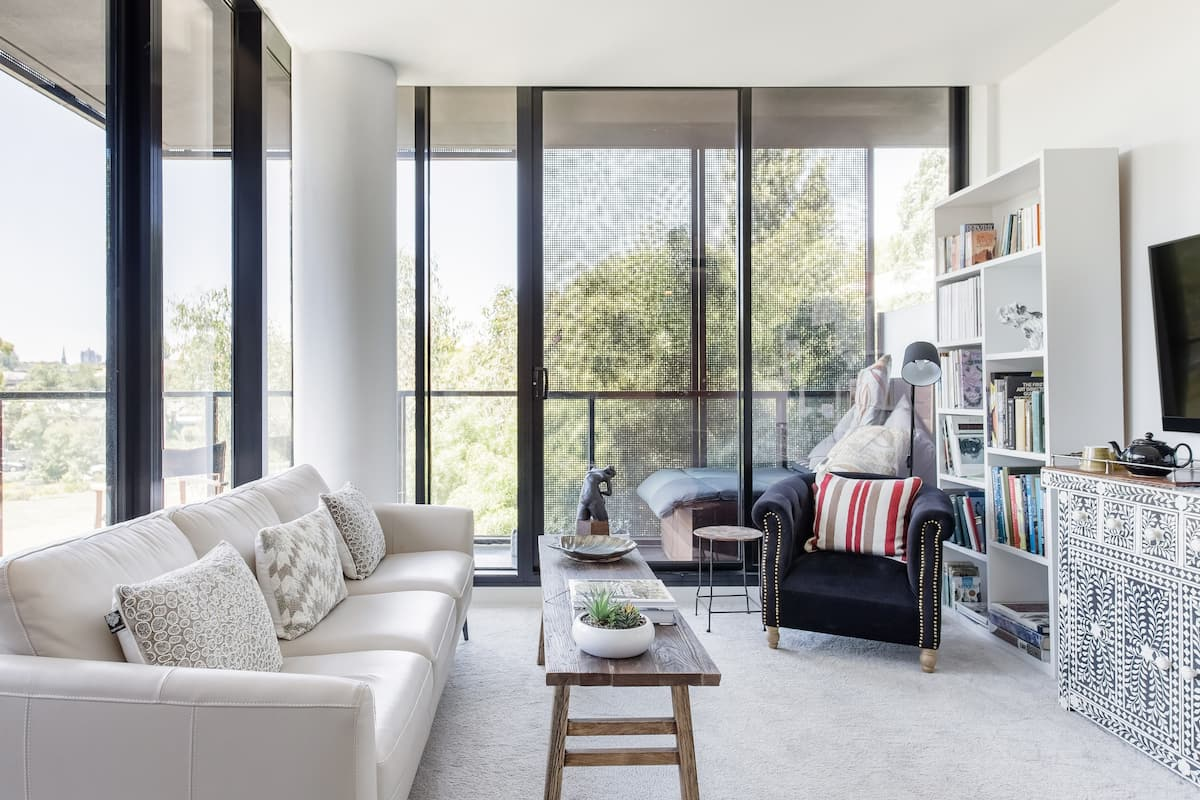 Tranquil Corner Apartment in South Yarra