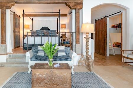 Oceanfront Romantic Suite Santiago in Las Catalinas