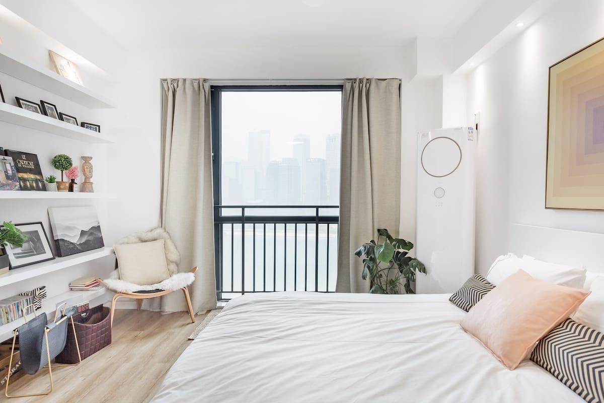 到白色公寓尽观嘉陵江景, 位置绝佳
