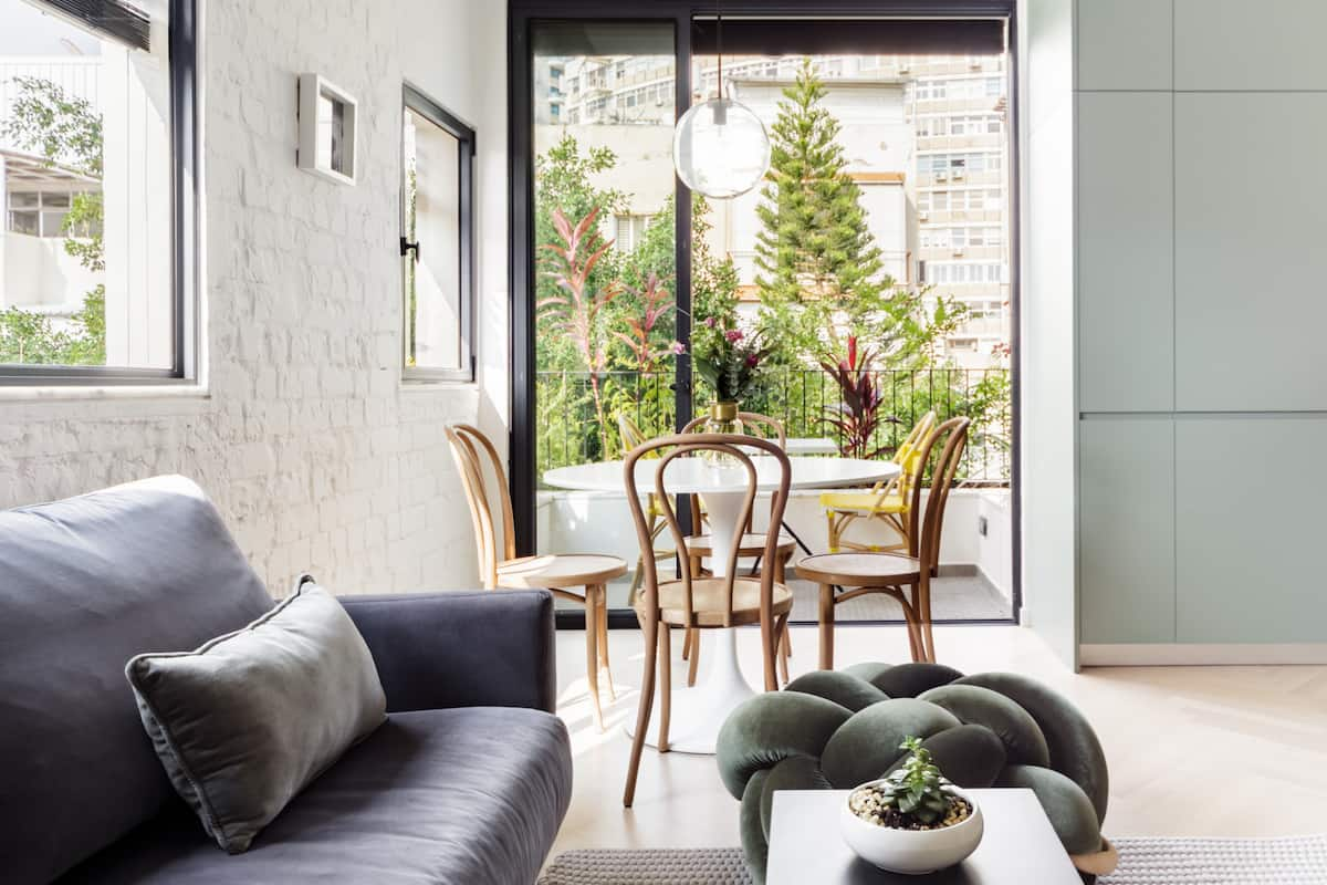 Boutique Apartment with Sun Balcony on Hovevei Zion Street