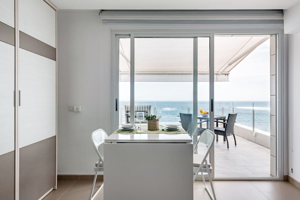 FRONT LINE SUITE by Living Las Canteras