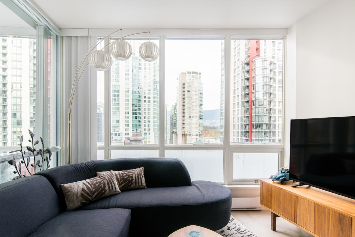 Sophisticated High-rise Suite with Vancouver Views & Parking